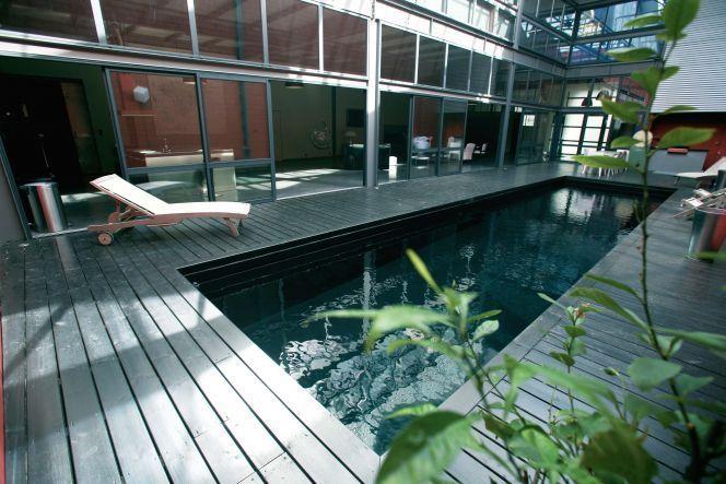 Une piscine noire